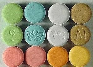 من فکر می کنم فرزند نوجوانم مواد مخدر مصرف می کند